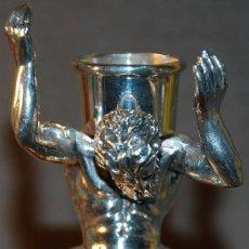 Antigüedades: PORTAVELAS/CANDELABRO DE PLATA DE PRIMERA LEY POSIBLE SIGLO XVIII FIGURA MITOLOGICA DEL TITAN ATLAS. Lote 237775130