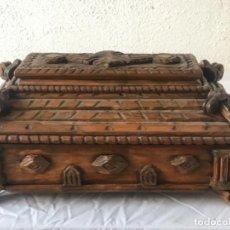 Antigüedades: ELEGANTE CAJA TALLADA DE SOBREMESA COSTURERO O JOYERO. FINALES S.XIX. RESTAURADA.. Lote 237826675