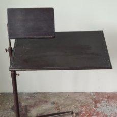 Antigüedades: MESA DE COPIA PARA ESCRIBANO. MADERA DE NOGAL. SOPORTE DE METAL. SIGLO XIX-XX.. Lote 237866840