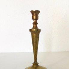 Antigüedades: ANTIGUO CANDELABRO DE LATÓN. 19 CM. Lote 237883540