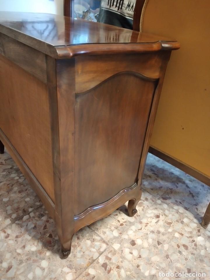 Antigüedades: Antigua cómoda de madera de roble. Estilo isabelino años 40,3 cajones, tiradores de bronce - Foto 13 - 234426370