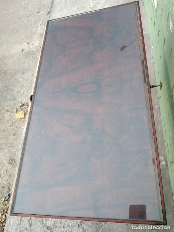 Antigüedades: Antigua mesa expositor de madera cerezo,siglo xix.abre las 2 puertas.tiradores de bronce - Foto 4 - 238002370