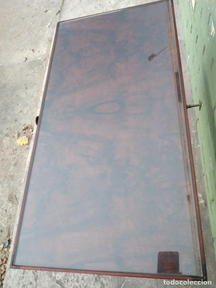 Antigüedades: Antigua mesa expositor de madera cerezo,siglo xix.abre las 2 puertas.tiradores de bronce - Foto 5 - 238002370