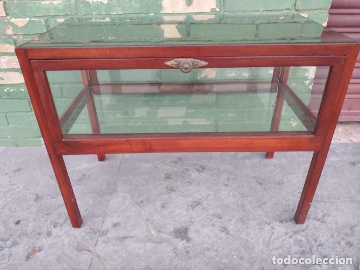 Antigüedades: Antigua mesa expositor de madera cerezo,siglo xix.abre las 2 puertas.tiradores de bronce - Foto 8 - 238002370