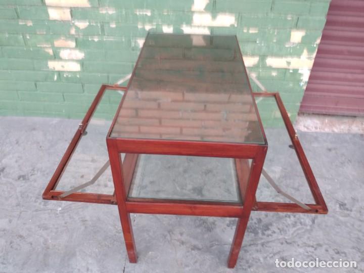 Antigüedades: Antigua mesa expositor de madera cerezo,siglo xix.abre las 2 puertas.tiradores de bronce - Foto 14 - 238002370