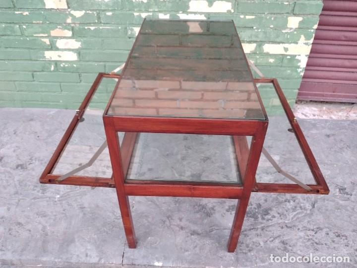 Antigüedades: Antigua mesa expositor de madera cerezo,siglo xix.abre las 2 puertas.tiradores de bronce - Foto 15 - 238002370