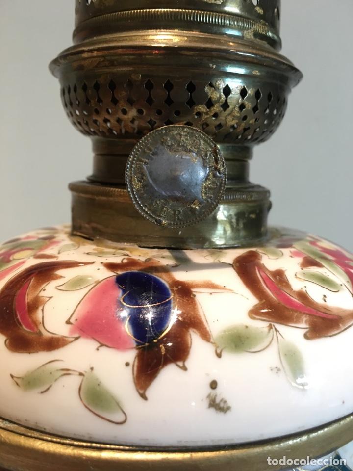 Antigüedades: Importante Quinqué siglo XIX decorado en porcelana esmaltada con motivos chinescos - Repujado dorado - Foto 5 - 238008375
