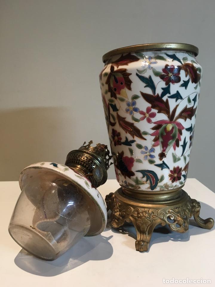 Antigüedades: Importante Quinqué siglo XIX decorado en porcelana esmaltada con motivos chinescos - Repujado dorado - Foto 6 - 238008375
