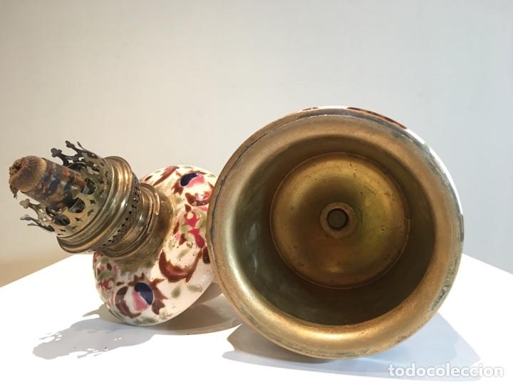 Antigüedades: Importante Quinqué siglo XIX decorado en porcelana esmaltada con motivos chinescos - Repujado dorado - Foto 9 - 238008375