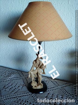 ANTIGÜA Y CURIOSA LAMPARA DE SOMBREMESA CON UNA FIGURA ORIENTAL EN LA BASE ALT. 48 CM. (Antigüedades - Iluminación - Lámparas Antiguas)