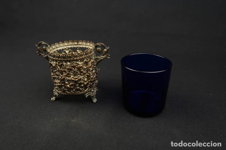 Antigüedades: Antiguo Recipiente Cristal Azul Cobalto con Soporte de Bronce - Foto 6 - 238106260