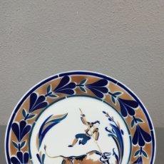 Antigüedades: PLATO HOMENAXE A ALBERTO DA CERÁMICA DE SARGADELOS. O HOME E O TOURO. DESCATALOGADO - 2000 UDS. Lote 238217665