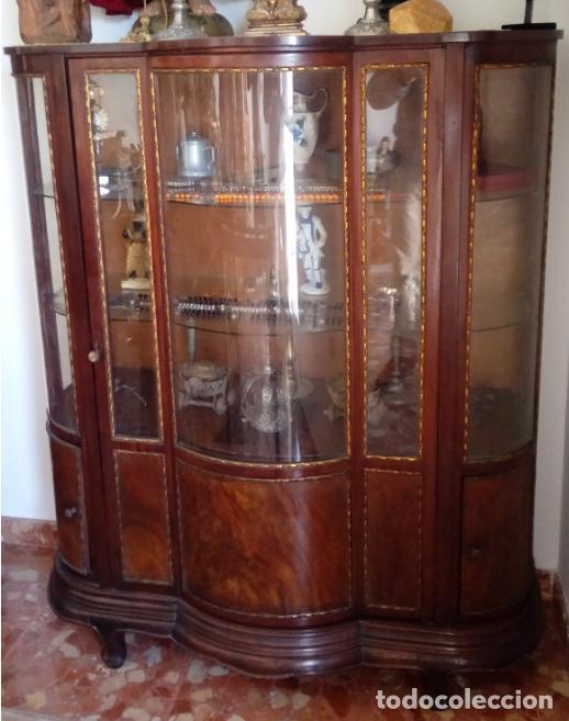 VITRINA FERNANDINA, S. XIX, DE PALMA DE CAOBA, CON CRISTALES ABOMBADOS. 130 CMS ALTURA. (Antigüedades - Muebles Antiguos - Vitrinas Antiguos)