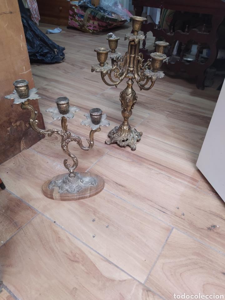 Antigüedades: 4 candelabros de bronce macizo - Foto 2 - 238238300