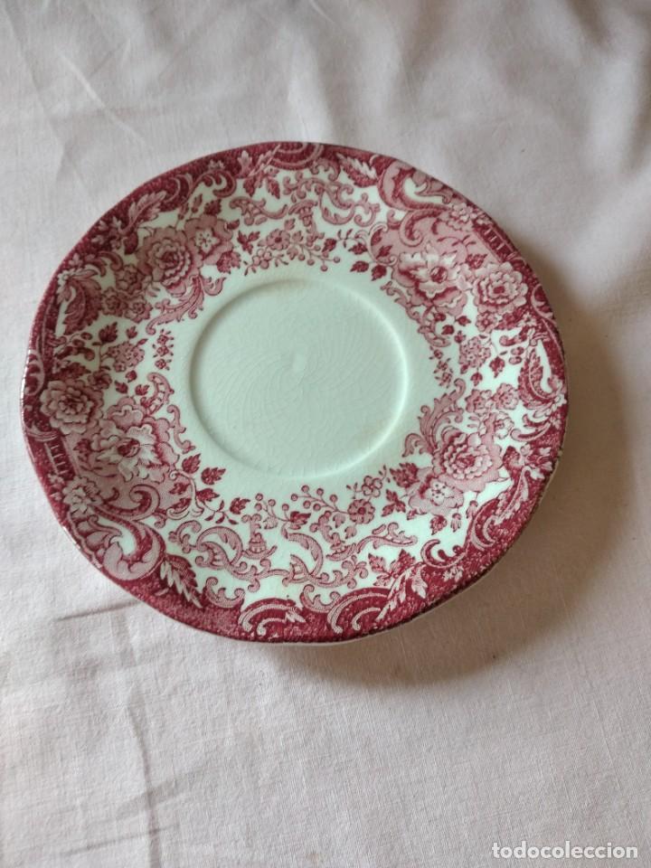 Antigüedades: Plato de taza de te de porcelana cartuja pickman rojo. - Foto 2 - 238279710