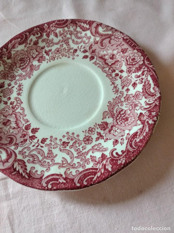 Antigüedades: Plato de taza de te de porcelana cartuja pickman rojo. - Foto 3 - 238279710