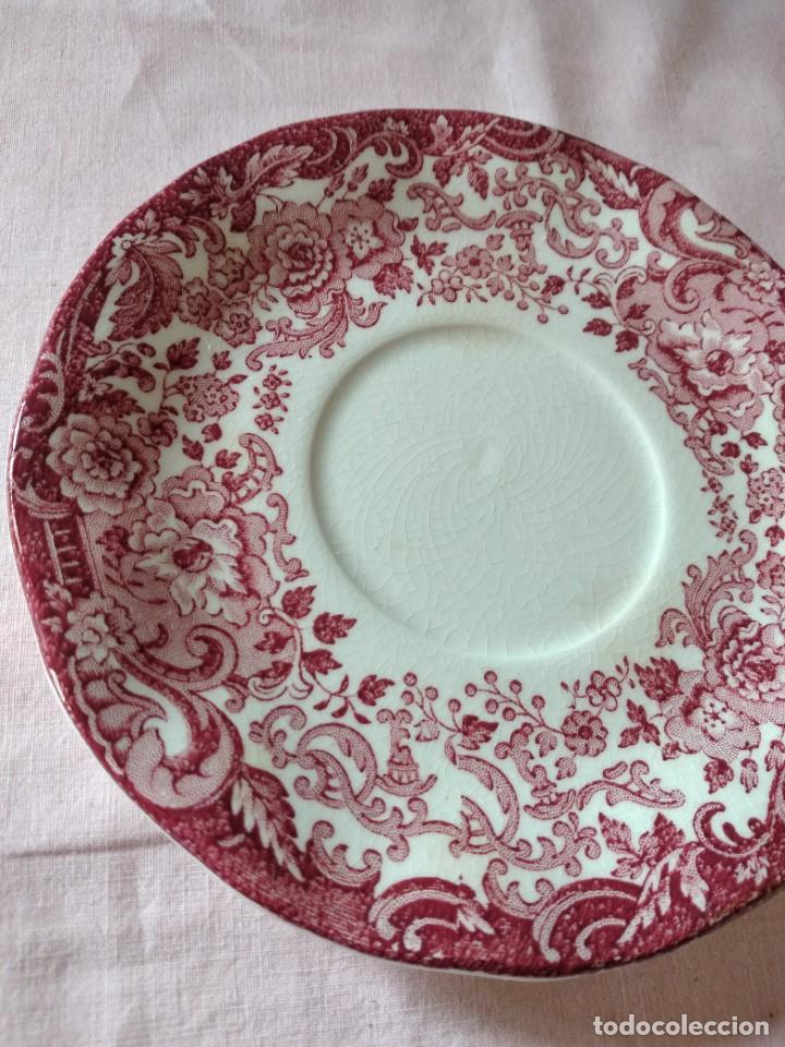 Antigüedades: Plato de taza de te de porcelana cartuja pickman rojo. - Foto 4 - 238279710