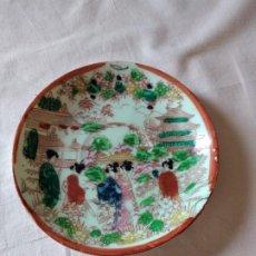 Antigüedades: ANTIGUO PLATILLO DE PORCELANA JAPONESA,GEISHAS EN EL JARDÍN PINTADO A MANO,SELLADO.. Lote 238280160