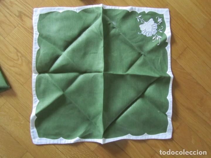 Antigüedades: 4 manteles individuales de lino bordado + 4 servilletas - Foto 12 - 238281720