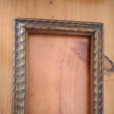 Antigüedades: MARCO DE MADERA CON ACABADO DORADO VIEJO. MEDIDAS INTERIOR:12.5 X 17.5 CM. EXTERIOR: 23 X 18,5 CM.. Lote 238295610