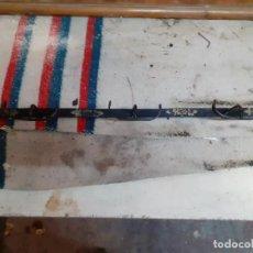 Antigüedades: PERCHERO O COLGADOR HIERRO FORJADO 5 GANCHOS. Lote 238303045