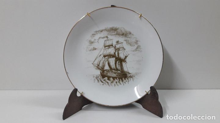 PLATO PORCELANA DE UN BARCO / NAVIO - PARA COLGAR . SELLADO MAH / VIGO . DIAMETRO 18,5 CM (Antigüedades - Porcelanas y Cerámicas - Santa Clara)