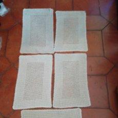 Antigüedades: MANTELITOS INDIVIDUALES DE GANCHILLO. Lote 238421135