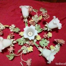 Antigüedades: PRECIOSA LAMPARA DE FLORES DE METAL Y TULIPAS DE CRISTAL OPACO. Lote 238490190