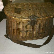Antigüedades: CESTA DE PESCA MIMBRE - VER FOTOS. Lote 238510070