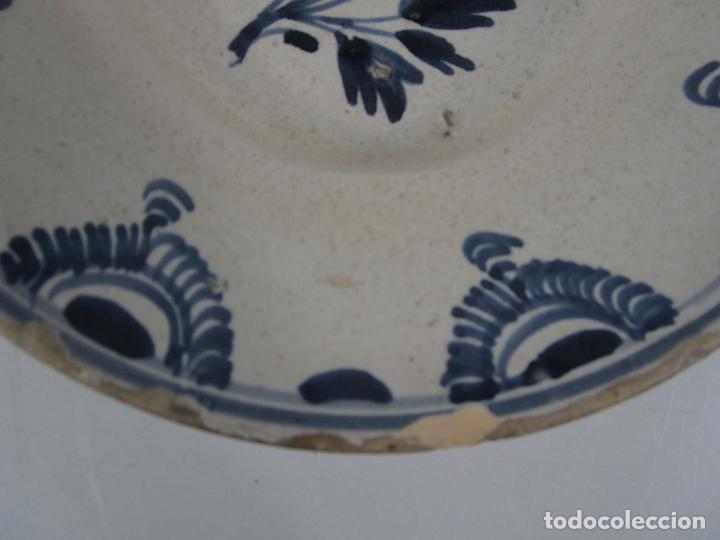 Antigüedades: Antiguo Plato - Cerámica Catalana - Decorado con Flor - Finales S. XVIII - Foto 2 - 238543235