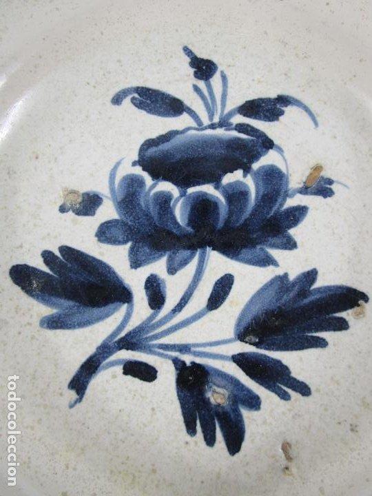 Antigüedades: Antiguo Plato - Cerámica Catalana - Decorado con Flor - Finales S. XVIII - Foto 3 - 238543235