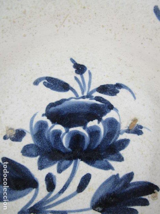 Antigüedades: Antiguo Plato - Cerámica Catalana - Decorado con Flor - Finales S. XVIII - Foto 4 - 238543235