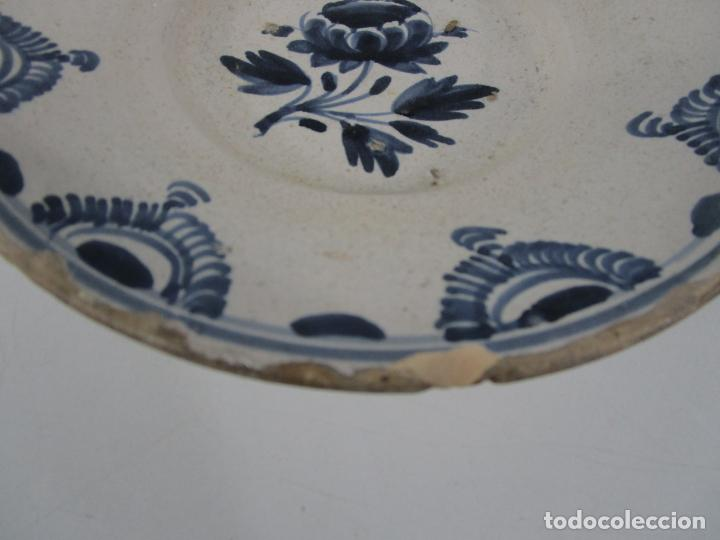 Antigüedades: Antiguo Plato - Cerámica Catalana - Decorado con Flor - Finales S. XVIII - Foto 5 - 238543235