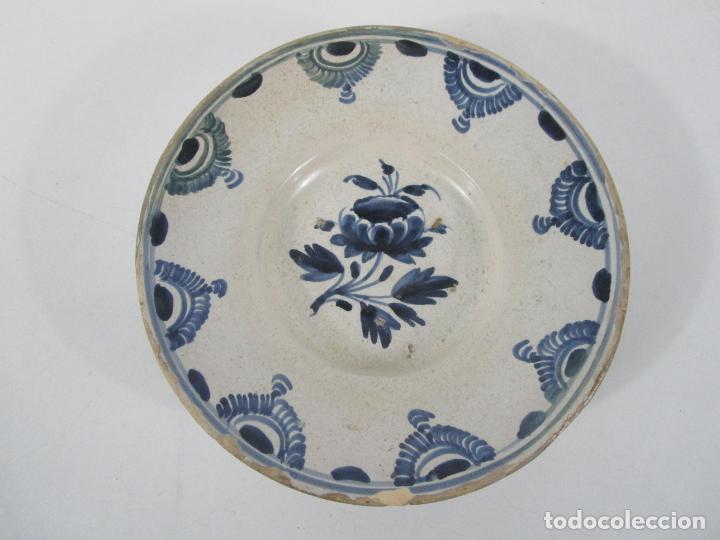 ANTIGUO PLATO - CERÁMICA CATALANA - DECORADO CON FLOR - FINALES S. XVIII (Antigüedades - Porcelanas y Cerámicas - Catalana)