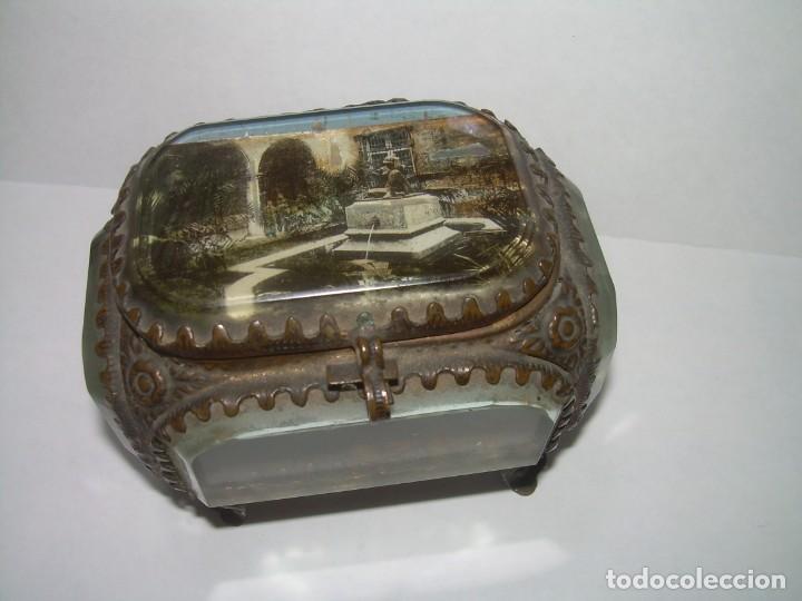 Antigüedades: ANTIGUA CAJA JOYERO DE LATON Y CRISTAL DE ROCA BISELADO MUY GRUESO. - Foto 3 - 238572280