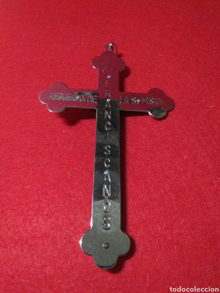 Antigüedades: Preciosa cruz fransicana ,recuerdo de las misiones ,metal y madera ,grabada en la parte posterior - Foto 9 - 238595100