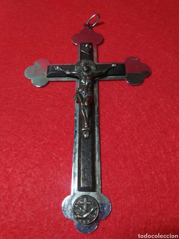 PRECIOSA CRUZ FRANSICANA ,RECUERDO DE LAS MISIONES ,METAL Y MADERA ,GRABADA EN LA PARTE POSTERIOR (Antigüedades - Religiosas - Cruces Antiguas)