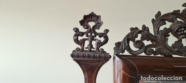 Antigüedades: CONSOLA CON ESPEJO. MADERA DE PALISANDRO Y MARQUETERIA. ESTILO ISABELINO. SIGLO XIX. - Foto 7 - 238617105