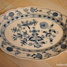 Antigüedades: ANTIGUO FUENTE OVALADA DE PORCELANA MEISSEN, MODELO CEBOLLA, AZUL. Lote 238670600