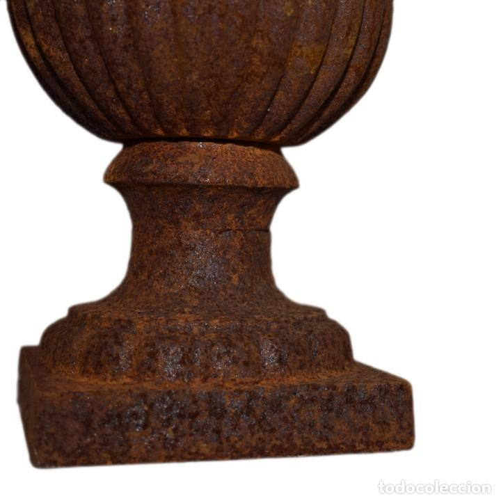 Antigüedades: Jarrones Campana (2) - Hierro (fundido/forjado) - siglo XX - Foto 3 - 238693075