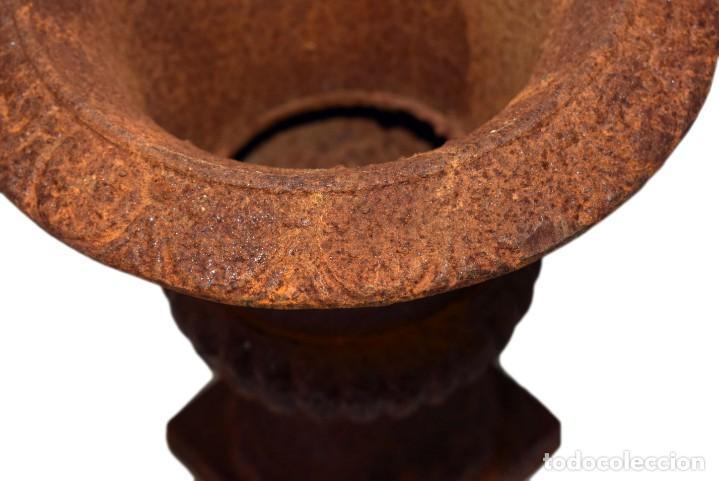 Antigüedades: Jarrones Campana (2) - Hierro (fundido/forjado) - siglo XX - Foto 5 - 238693075