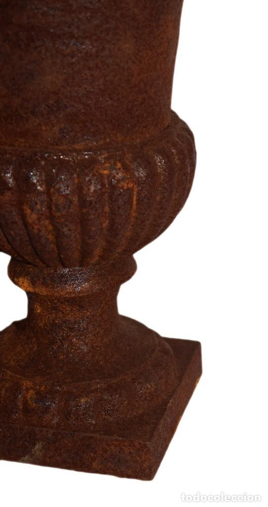 Antigüedades: Jarrones Campana (2) - Hierro (fundido/forjado) - siglo XX - Foto 9 - 238693075