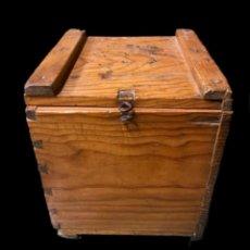 Antigüedades: ANTIGUA CAJA- ARQUETA DE MADERA NOGAL. Lote 238700365