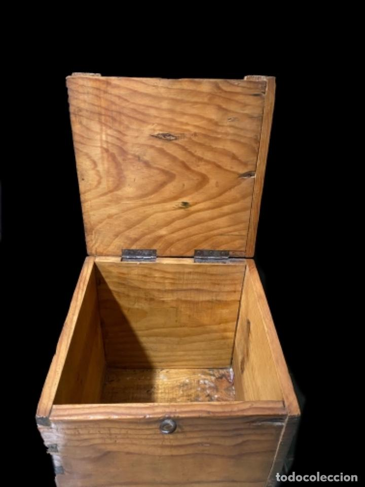 Antigüedades: Antigua caja- arqueta de madera nogal - Foto 3 - 238700365