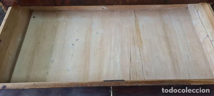 Antigüedades: COMODA TOCADOR. MADERA DE CAOBA Y DORADOS. ESTILO DIRECTORIO. SOBRE DE MÁRMOL. SIGLO XVIII-XIX. - Foto 18 - 238726050