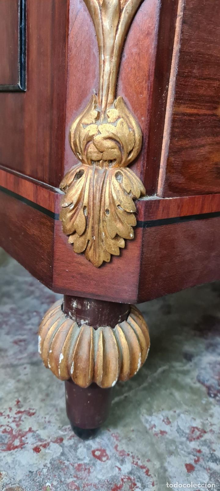 Antigüedades: COMODA TOCADOR. MADERA DE CAOBA Y DORADOS. ESTILO DIRECTORIO. SOBRE DE MÁRMOL. SIGLO XVIII-XIX. - Foto 33 - 238726050