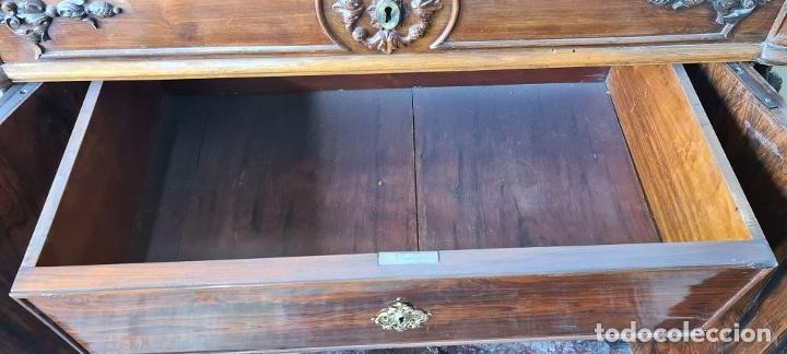 Antigüedades: COMODA EN MADERA DE PALISANDRO. SOBRE DE MÁRMOL. ESTILO ISABELINO. SIGLO XIX. - Foto 29 - 238756765