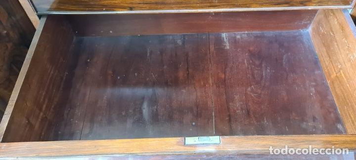 Antigüedades: COMODA EN MADERA DE PALISANDRO. SOBRE DE MÁRMOL. ESTILO ISABELINO. SIGLO XIX. - Foto 31 - 238756765