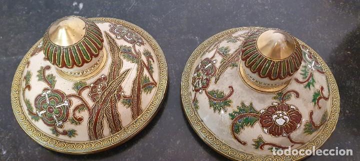Antigüedades: PAREJA DE JARRONES SATSUMA CON PEANAS DE MADERA - MUY DECORATIVOS. - Foto 15 - 238776580