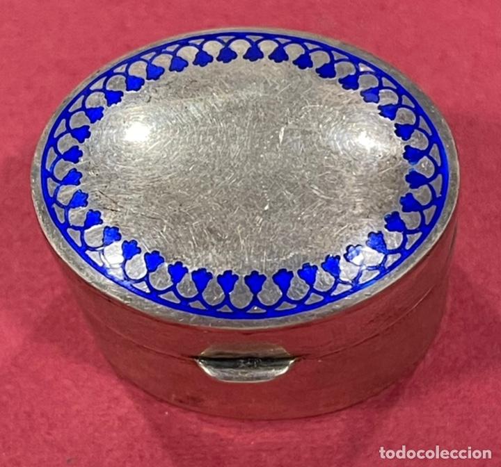 Antigüedades: Bonita caja pastillero, en plata de ley, y esmalte guilloche. - Foto 2 - 238836915